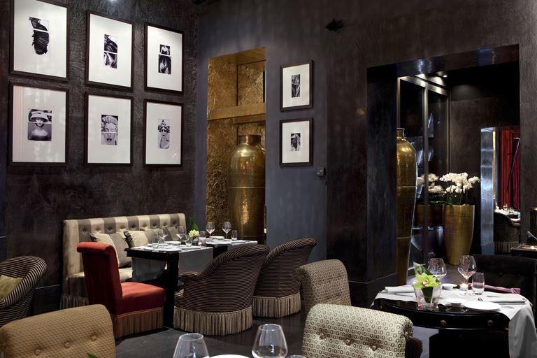 Hotel Regina Baglioni в Риме - стильный и богатый интерьер ресторана Brunello