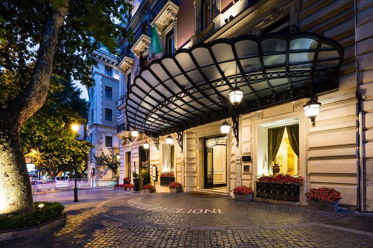 Hotel Regina Baglioni в Риме - главный вход