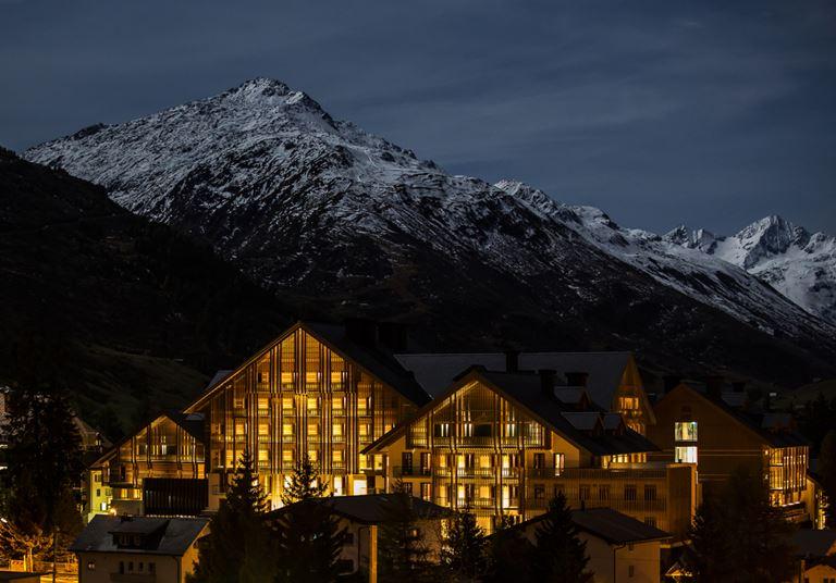 Летние предложения отеля The Chedi Andermatt - Швейцарские горы с высоты птичьего полета