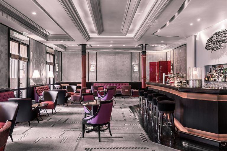 Отель Villa Magna в Мадриде – интерьер бара-лаунджа