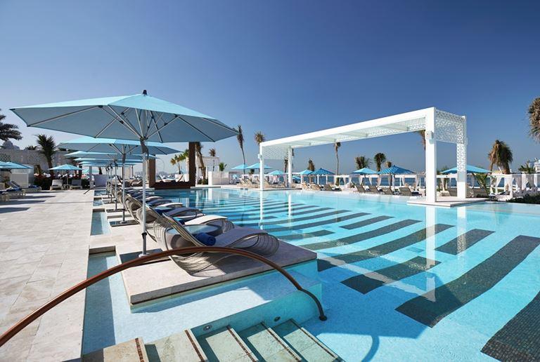 DRIFT Beach Club – место для пляжного отдыха в Дубае - открытый бассейн