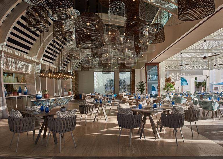 DRIFT Beach Club – место для пляжного отдыха в Дубае - интерьер ресторана