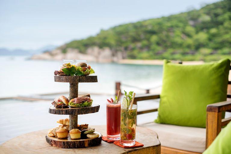 Питание с Six Senses - вид на пляж