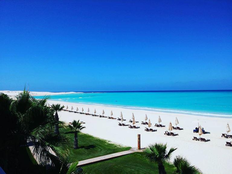 Пляжная зона отеля Al Alamein Hotel Sidi Abdel Rahman на берегу Средиземного моря