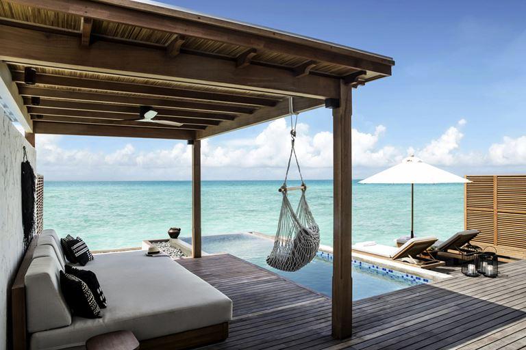 Курортный отель Fairmont Maldives Sirru Fen Fushi на Мальдивах - отдых на вилле у бассейна