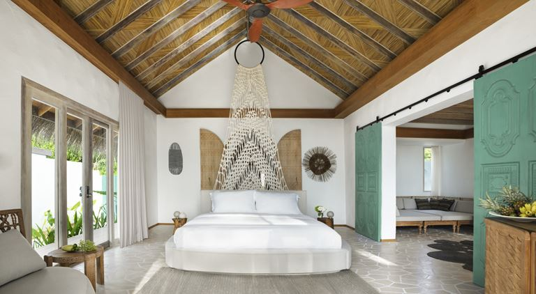 Курортный отель Fairmont Maldives Sirru Fen Fushi на Мальдивах - двухместная вилла с кроватью
