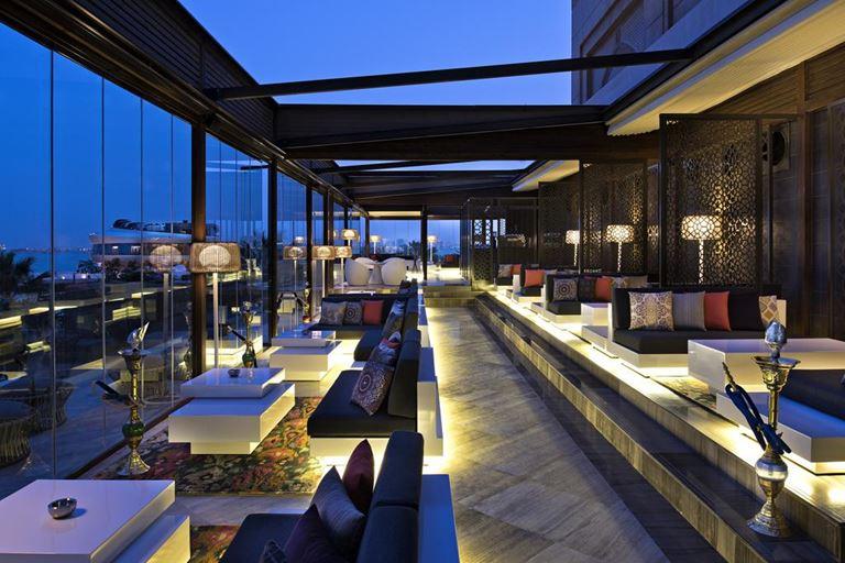 Four Seasons Hotel Doha - терраса вечером