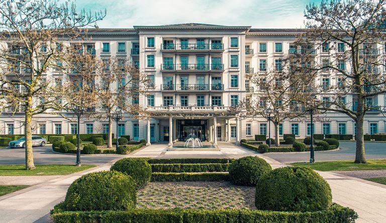 Курорт Grand Resort Bad Ragaz в Швейцарии - фасад отеля