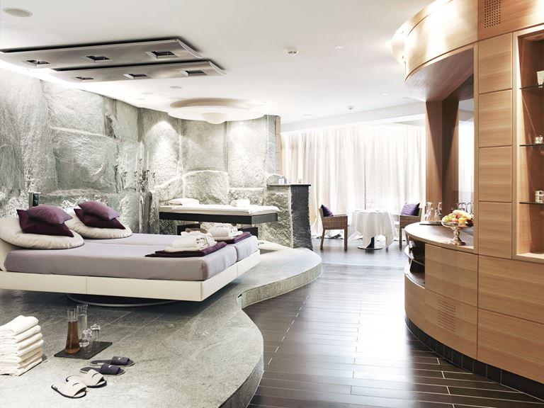 Курорт Grand Resort Bad Ragaz в Швейцарии - дизайн интерьера номера отеля