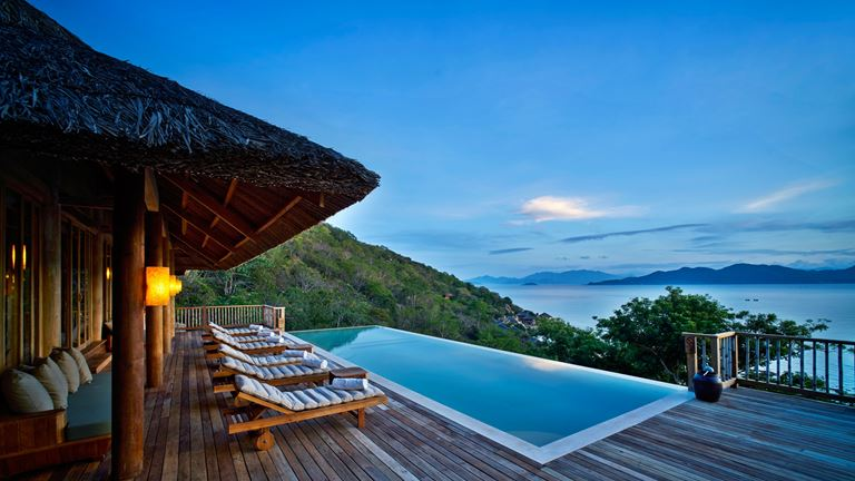 курорт Six Senses Ninh Van Bay - вилла с бассейном с видом на океан