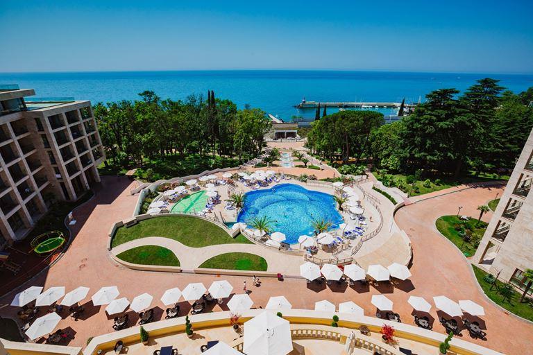 Летние каникулы 2020: отели в Сочи и на Красной Поляне - Swissôtel Resort Сочи Камелия
