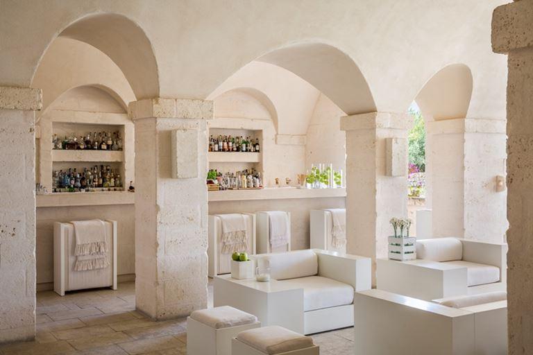 Новый бар Il Portico итальянского курорта Borgo Egnazia в Апулии