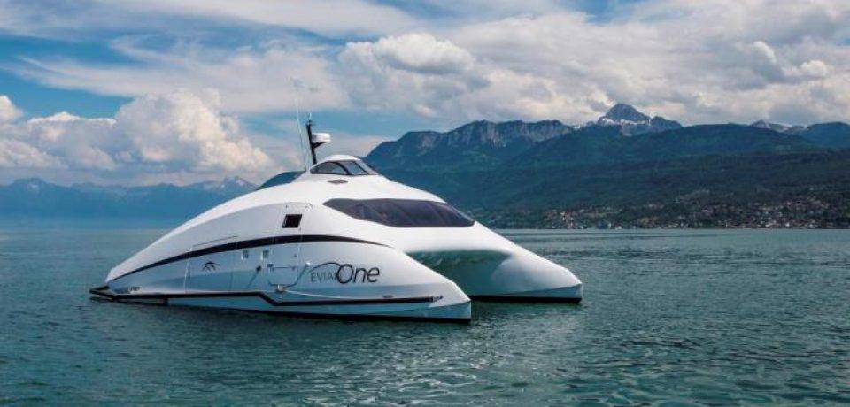 Evian One — роскошный катамаран для водных прогулок по Женевскому озеру