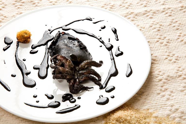 Гурмэ-ресторан Due Camini итальянского курорта Borgo Egnazia - блюдо каракатица