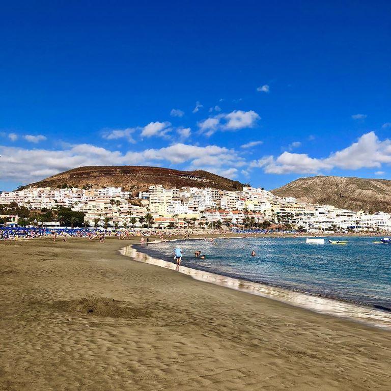Летний отдых на Тенерифе - красивые песчаные пляжи