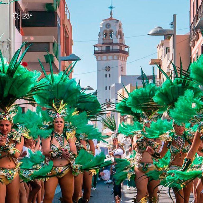 Летний отдых на Тенерифе - карнавальное шествие