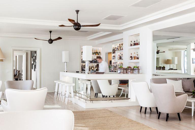 Отель Villa Dubrovnik в Хорватии: белоснежный лаунж-бар