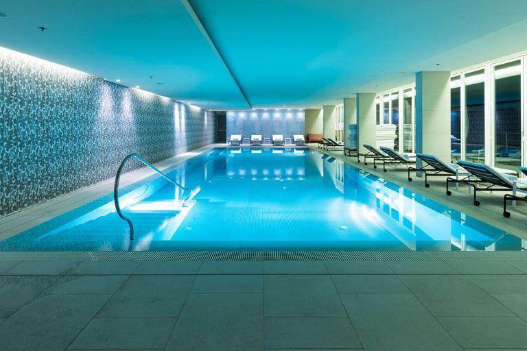 Отель Villa Dubrovnik в Хорватии: крытый бассейн в спа-центре