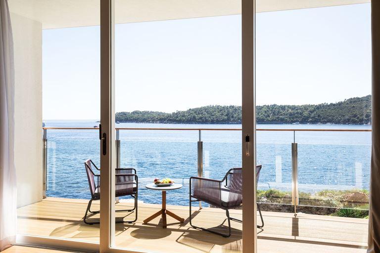 Отель Villa Dubrovnik в Хорватии: терраса из номера с видом на море