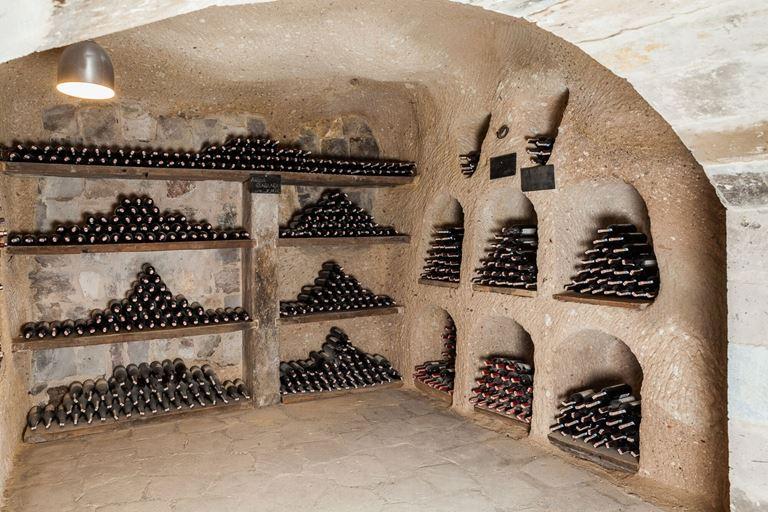 Отель argos in Cappadocia  в Турции -винный погреб