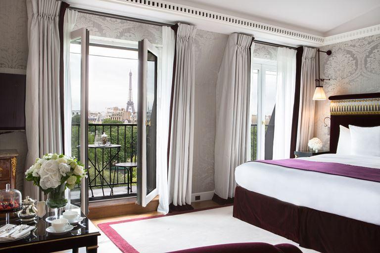 La Réserve Paris – отель в Париже с видом на Эйфелеву башню