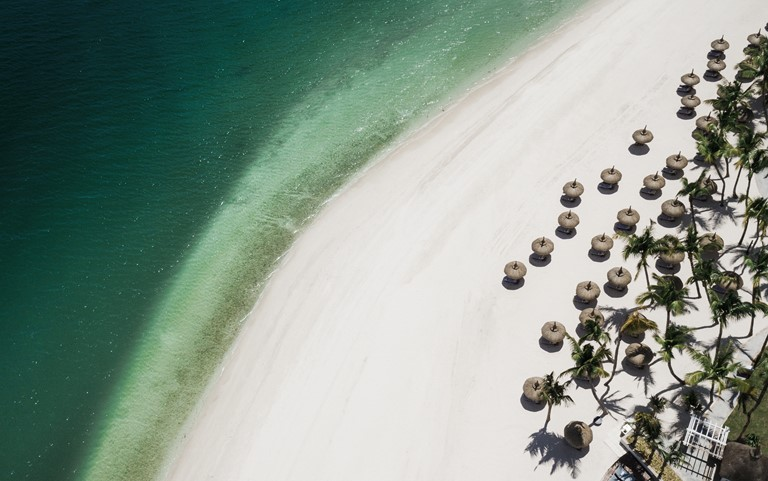 Свадьба мечты на курортах One&Only: церемония на берегу океана на курорте One&Only Le Saint Géran