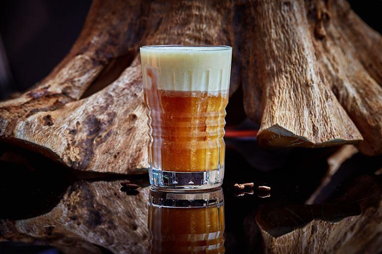 Сезонные напитки в московском ресторане Sixty - холодный кофе с муссом из миндаля и белого шоколада