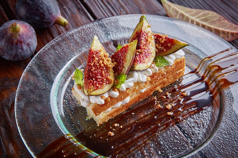 Сезон инжира в итальянском кафе «Руккола» - Пирог «Дженовезе» с карамелизированным инжиром