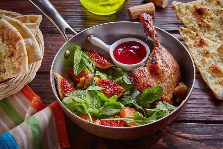 Сезон инжира в итальянском кафе «Руккола» - Утиная ножка с инжиром и малиновым соусом