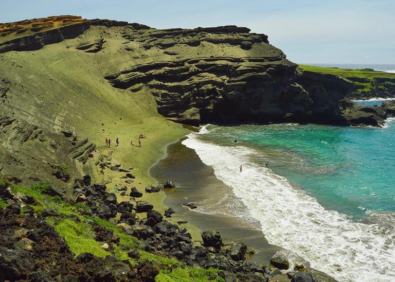 Цветные пляжи мира - Зелёный пляж Папаколеа (Гавайские острова)