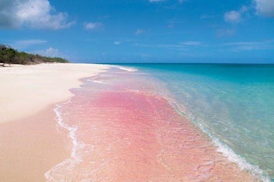 10 цветных пляжей мира, на которых хочется загорать и фотографироваться