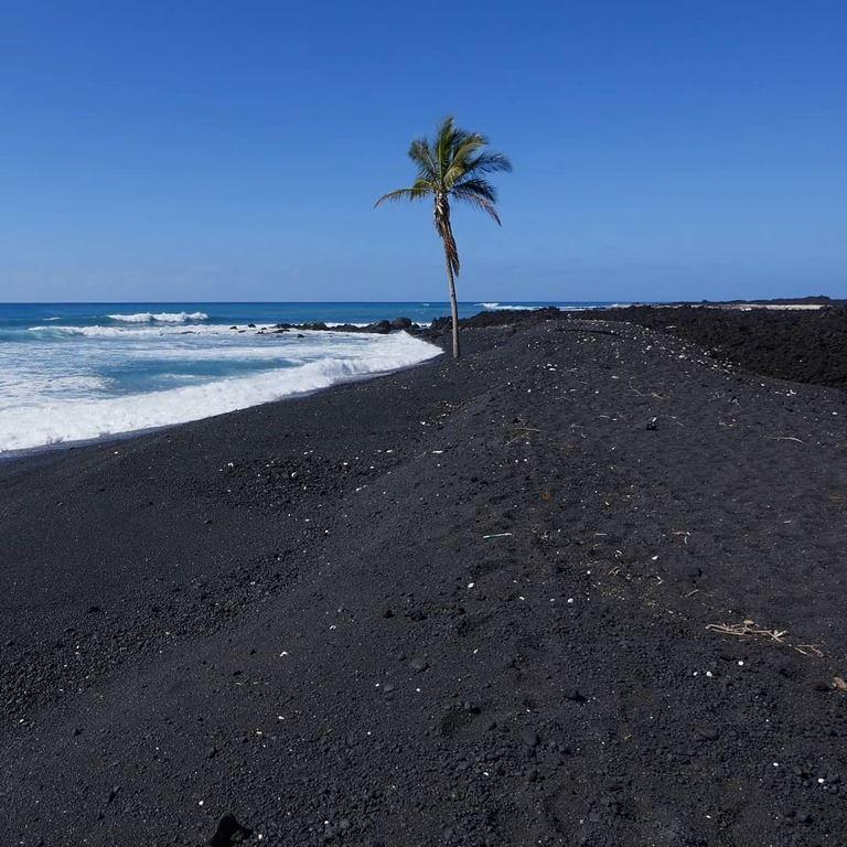 Цветные пляжи мира - Чёрный пляж Пуналуу (Гавайские острова)