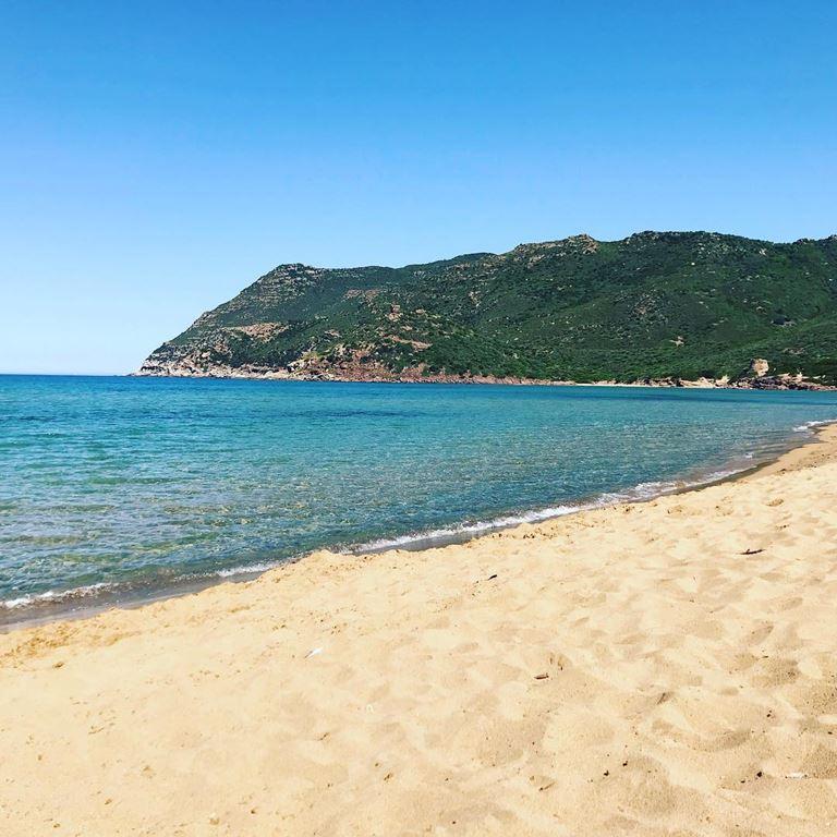 Цветные пляжи мира - Пляж Порто Ферро (Италия, остров Сардиния)