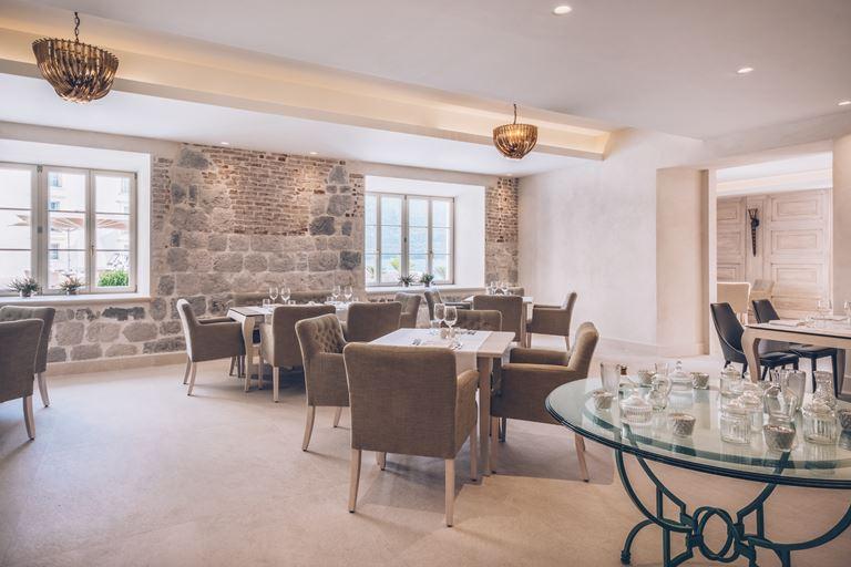 Iberostar Grand Perast - курортный отель в Черногории - интерьер ресторана