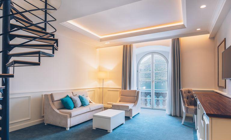Iberostar Grand Perast - курортный отель в Черногории - гостиная с видом на залив
