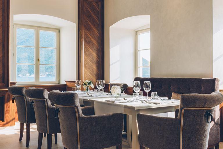 Iberostar Grand Perast - курортный отель в Черногории - дизайн интерьера ресторана
