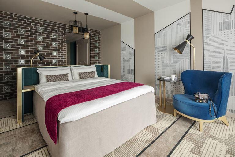 Mercure Калининград Центр - интерьер номера отеля с двуспальной кроватью