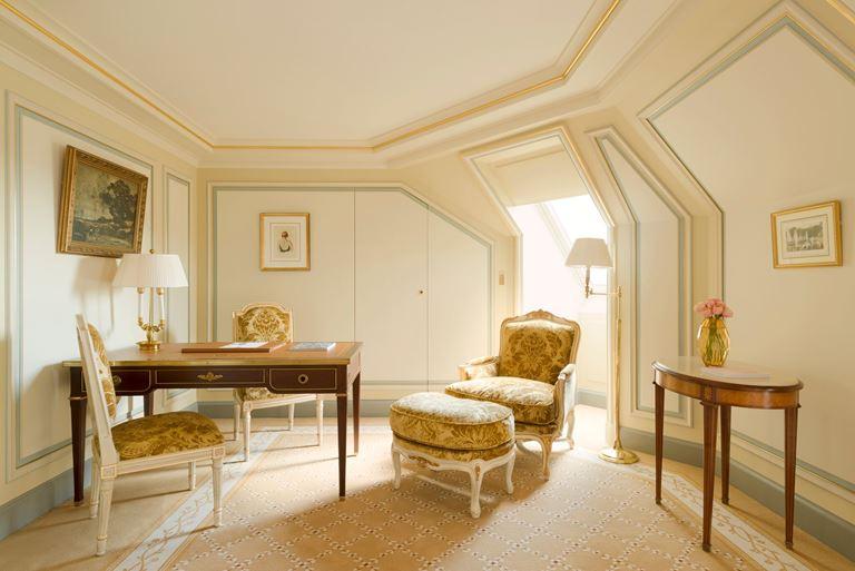 Отель Ritz Paris, Франция - новый номер suite - L'Appartement Ritz - рабочий кабинет
