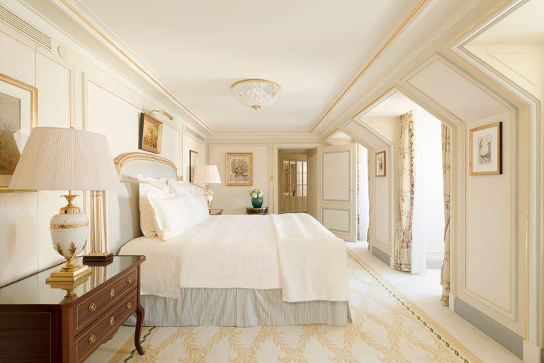 Отель Ritz Paris, Франция - новый номер suite - L'Appartement Ritz - двуспальная кровать