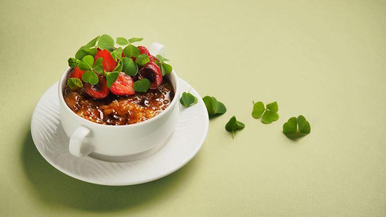 Завтраки с игристым в ресторане «Кококо» - Овсяная каша в карамельной глазури
