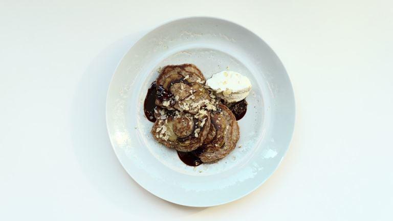 Завтраки с игристым в ресторане «Кококо» - Овсяные оладьи с берёзовым сиропом