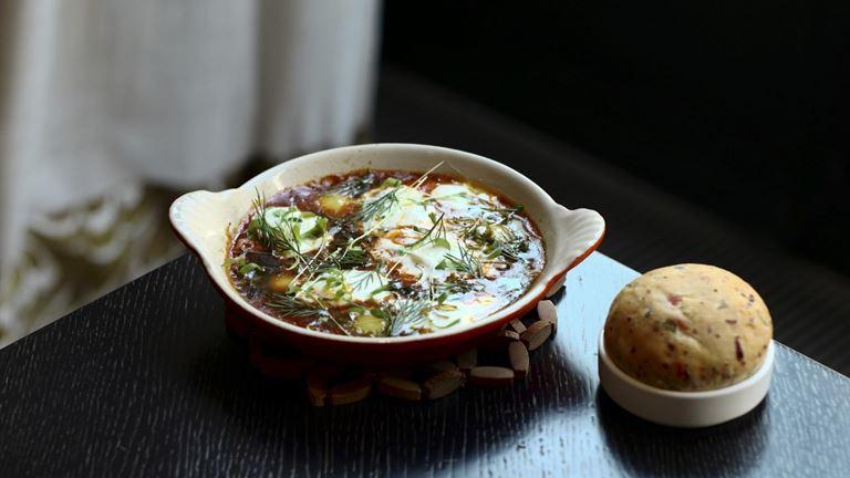 Завтраки с игристым в ресторане «Кококо» - Шакшука из перепелиных яиц