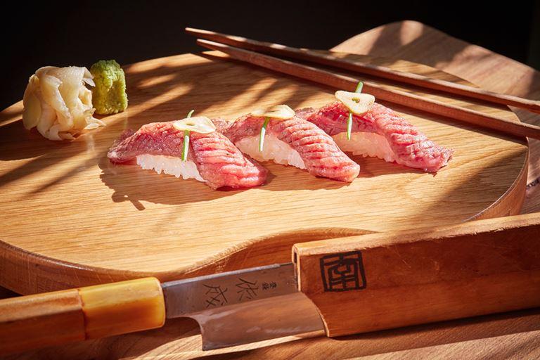 Суши вагю – деликатесное мраморное мясо в ресторане Shiba