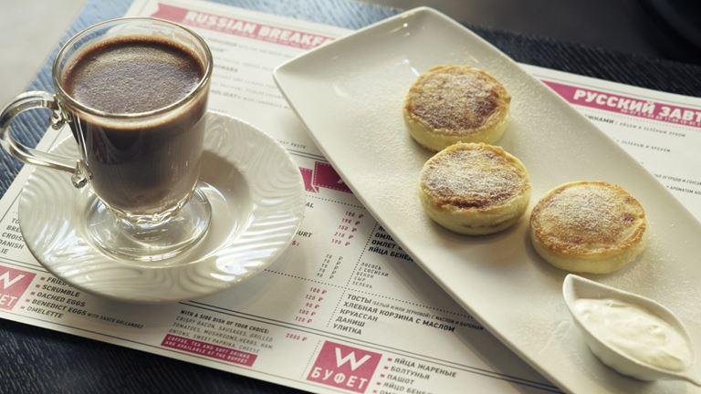 Завтраки с игристым в ресторане «Кококо» - Сырники с варёной сгущёнкой