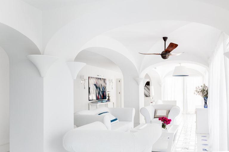 Il Riccio Beach House, Турция, Бодрум - белоснежный дизайн интерьера номера