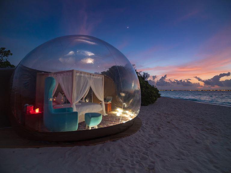Комната с видом на звезды: Beach Bubble в отеле Finolhu на Мальдивах - фото 1