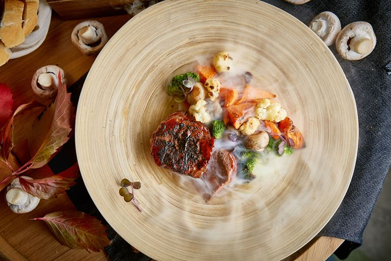 Фестиваль тыквы в LITTLE GARDEN Kitchen&Bar - подкопченный миньон с жаренными овощами