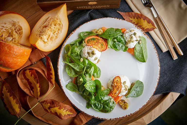 Фестиваль тыквы в LITTLE GARDEN Kitchen&Bar - салат с тыквой и крыжовником