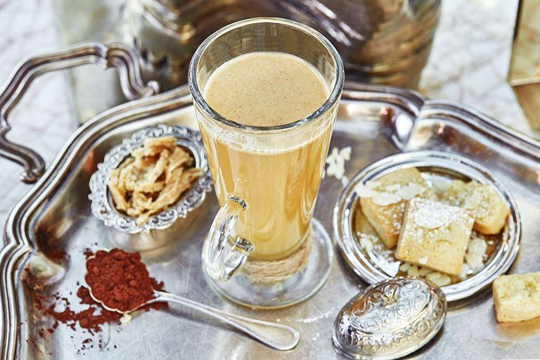 Сезонные чаи и коктейли в панорамном ресторане Sixty - горячий коктейль Hot Buttered Rum