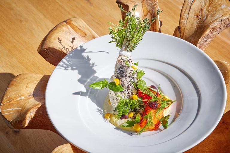 Авторские блюда Режиса Тригеля в ресторане Sixty - тушеный кролик